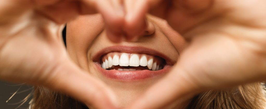 Visit The Dental Clinic To Get a Picture-Perfect Smile After a Mishap